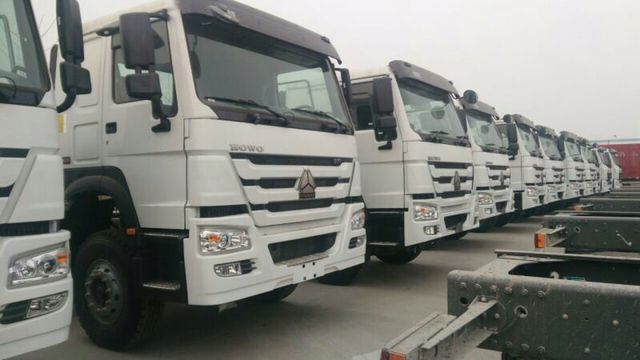 Stocked 6x4  HOWO tractor truck_05.jpg