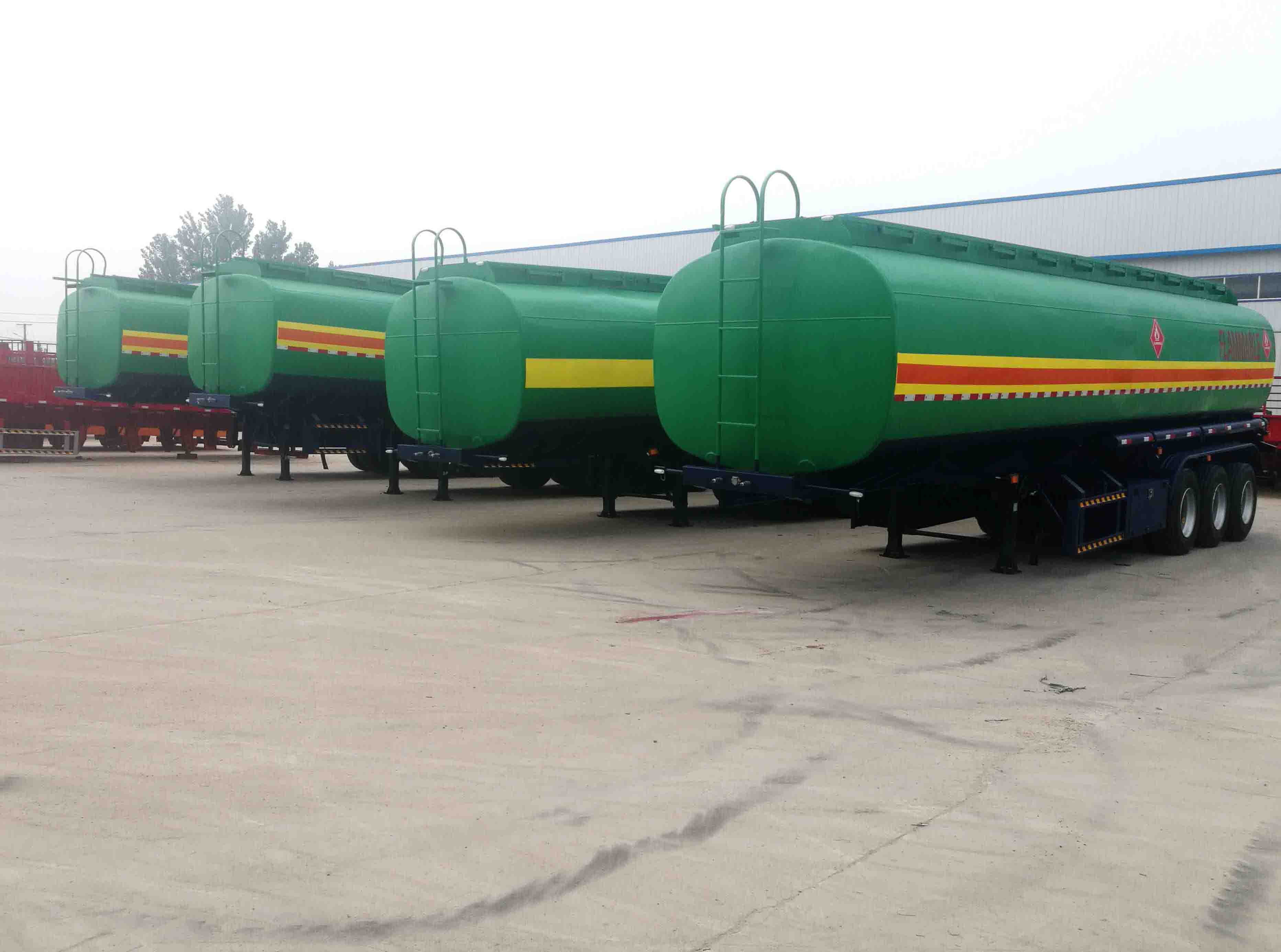 New delivery of fuel tanker trailer from Chengda trailer company_01.jpg