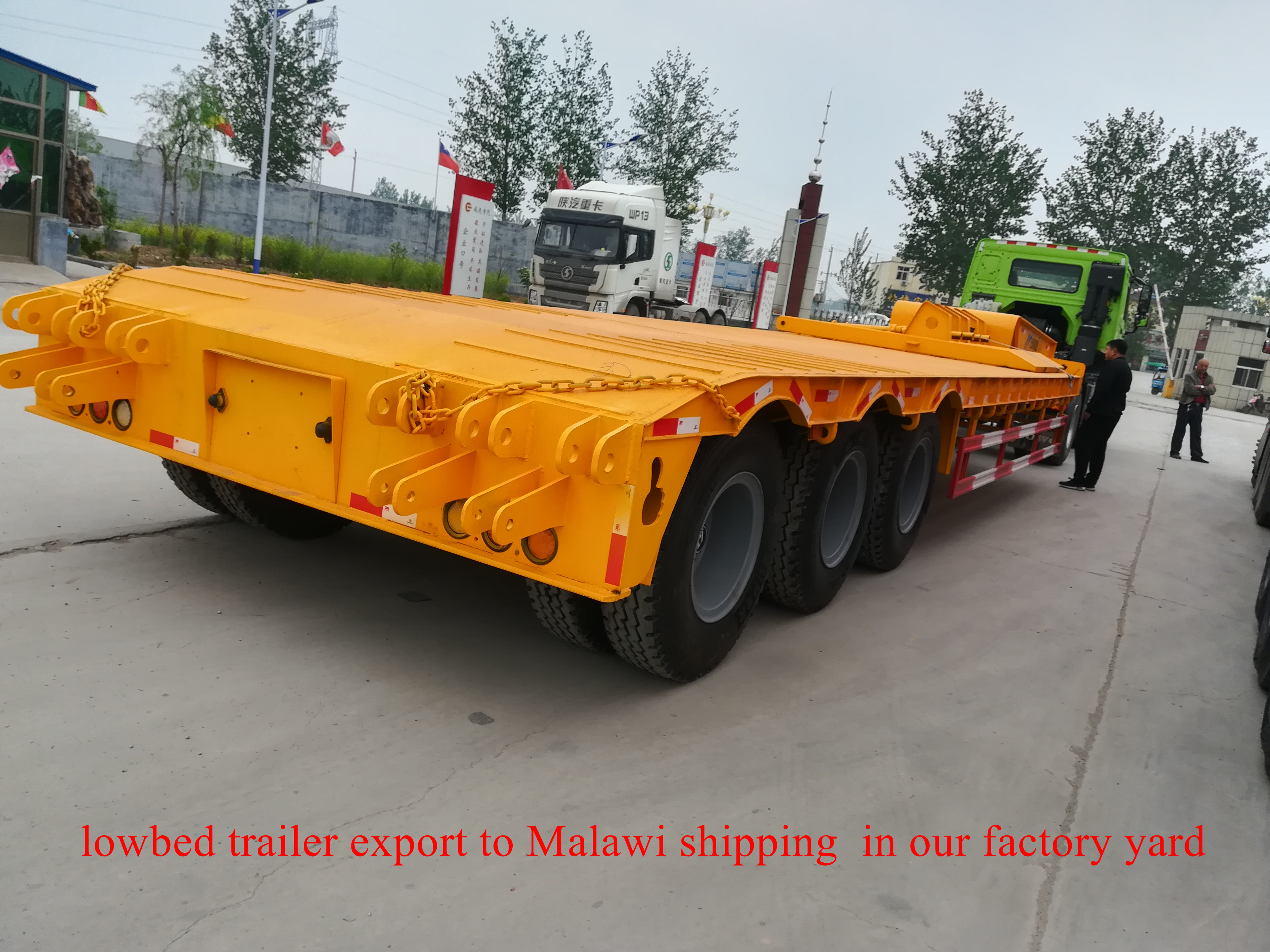lowbed trailer export to Malawi shipping  in our factory yard on 04232018 (1)_副本.jpg