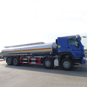 China SINOTRUK HOWO 24000L 8X4 Cheap 371HP 12 Wheeler Fuel Oil Diesel Petrol Petroleum Tanker Truck